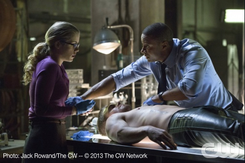 Felicity and Digg work to save Oliver's life